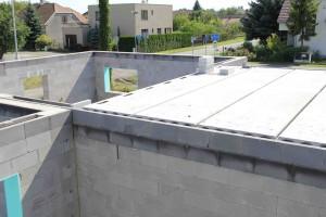 celkový pohled k části, kde bude pultová střecha