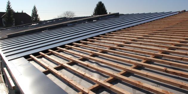 Skladba pultové střechy s plechovou krytinou