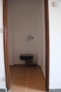úklidová komora s původní výlevkou
