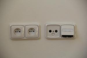 osazení krytů vypínačů a zásuvek
