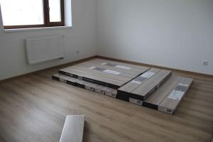 dokončená podlaha v jídelně